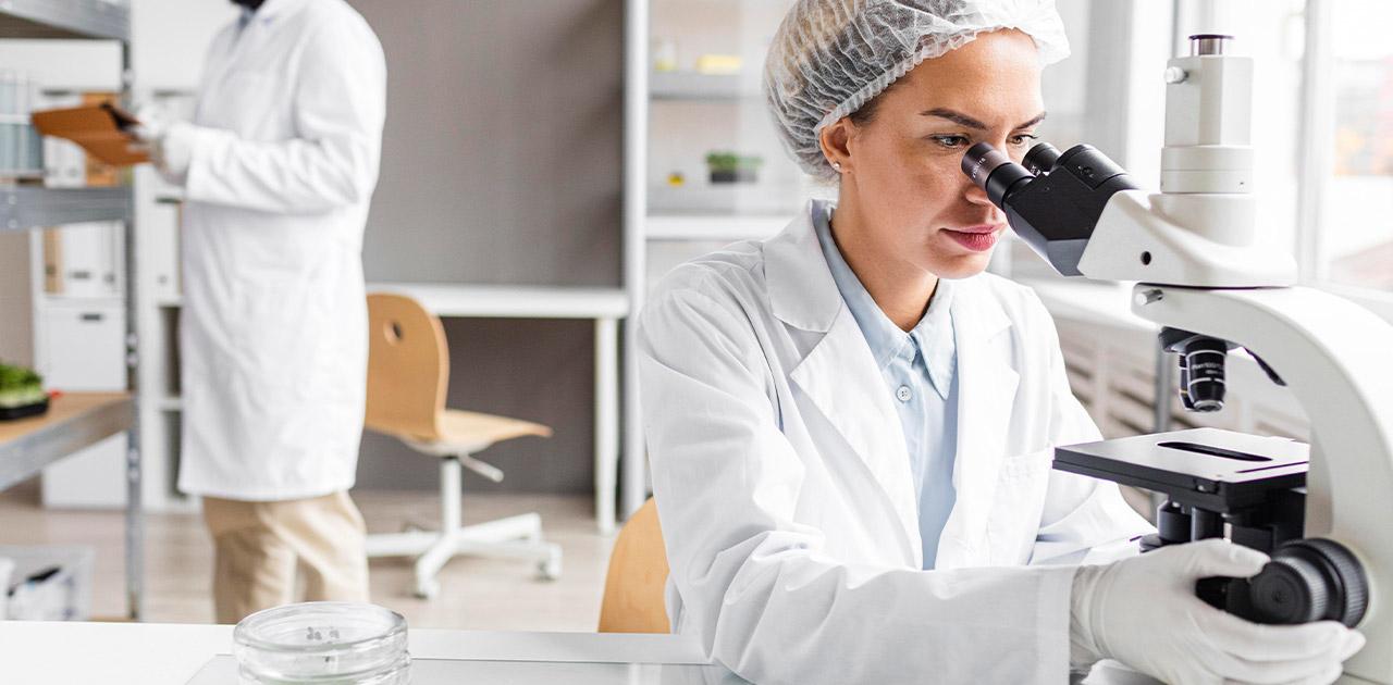 Was macht ein*e Labortechniker*in?